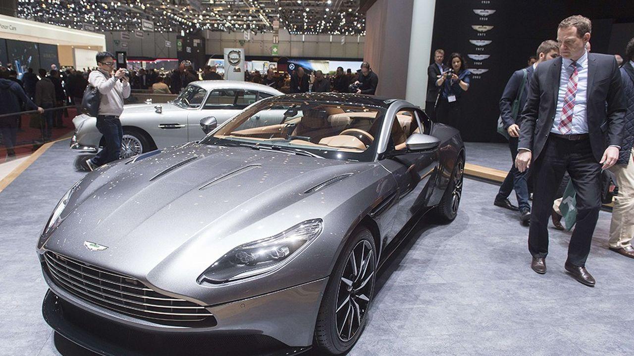 Les voitures de sport, comme l'Aston Martin DB11, font partie des rares produits de luxes dont le prix n'a pas augmenté