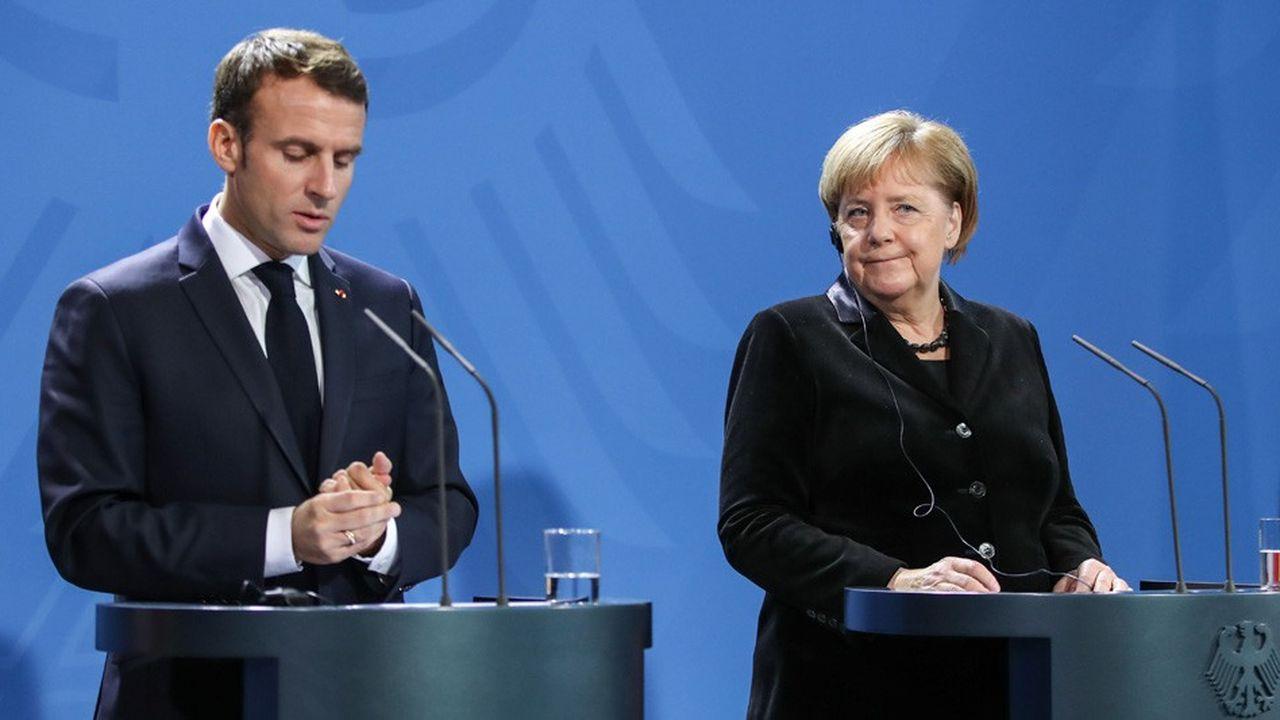 Angela Merkel a estimé que «la possibilité de manifester faisait partie de la démocratie». «Cela signifie également que la violence ne doit pas être utilisée».