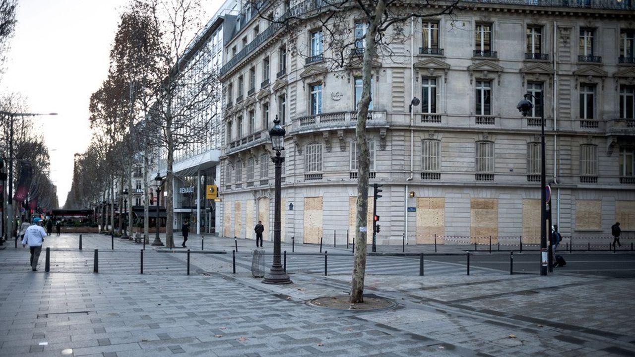 A Paris, 8.000 membres des forces de l'ordre sont mobilisés, appuyés par 14 véhicules blindés de la gendarmerie.
