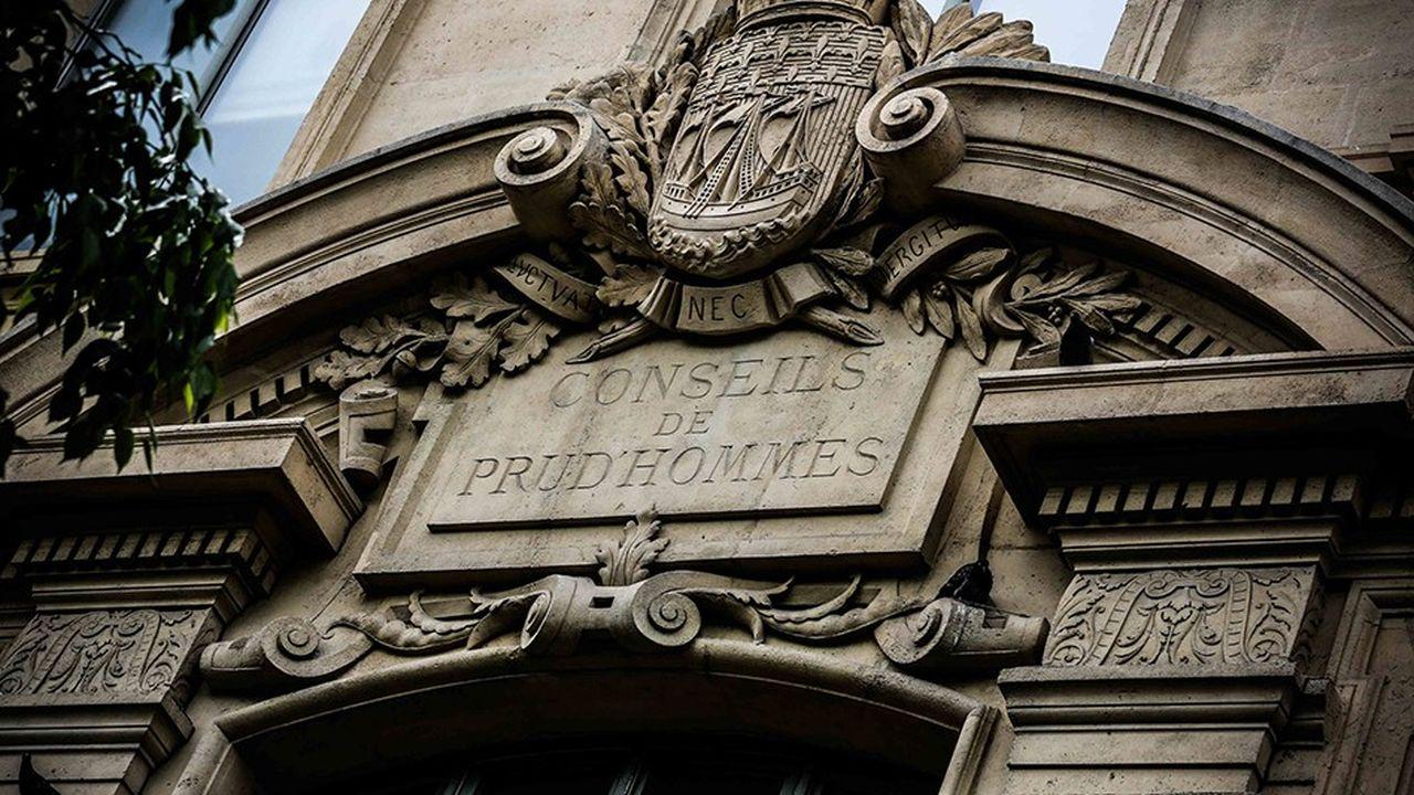 Fronton du palais de justice dans l'Ile de la cité où ont siégé les conseils de prud'hommes de Paris avant de déménager près de la gare de l'Est.