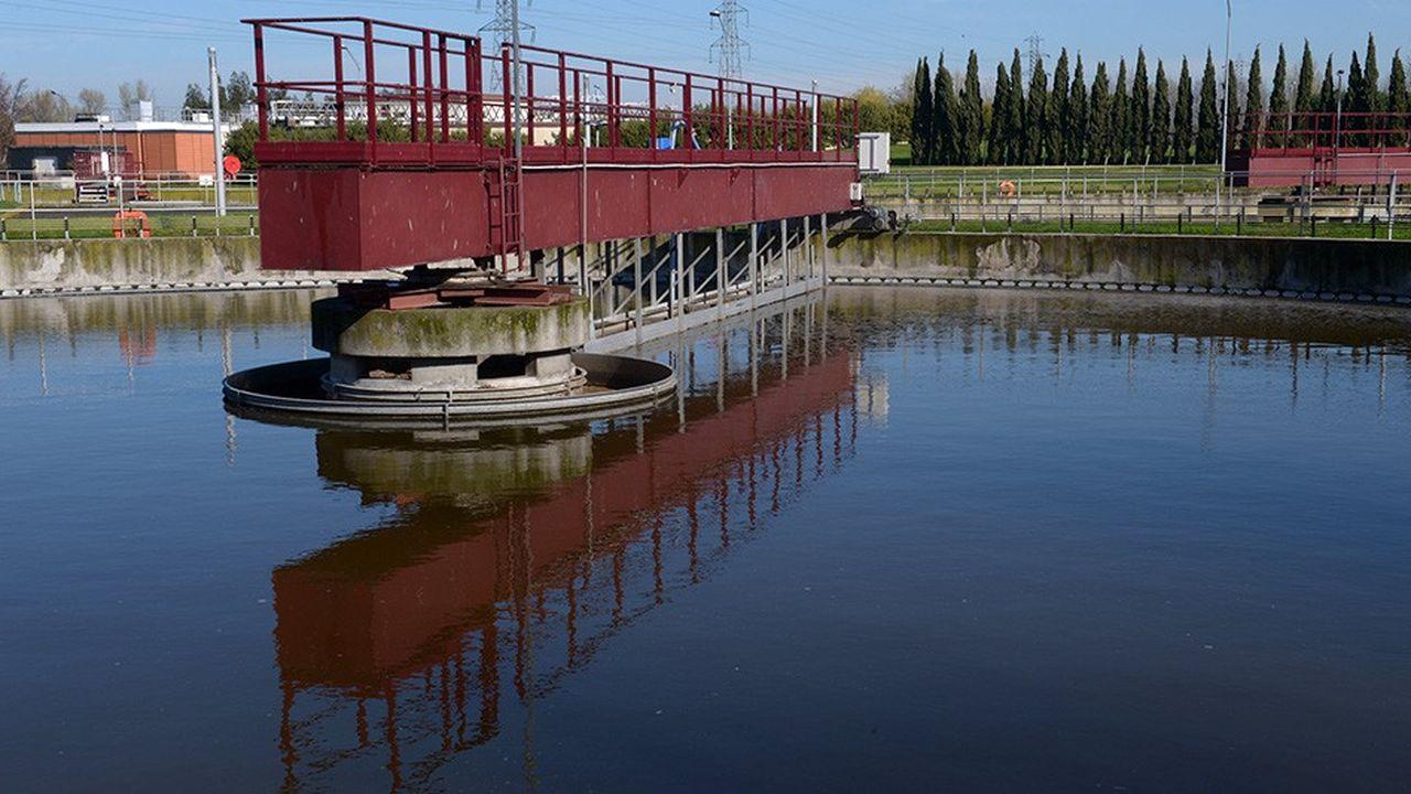 Veolia, qui avait la concession de la ville de Toulouse depuis 1990, perd l'assainissement mais élargit son service de l'eau aux 37 communes et 770.000 habitants de la métropole. Suez prend sa revanche en obtenant l'assainissement après avoir perdu celui de Bordeaux au profit de Veolia cet été.