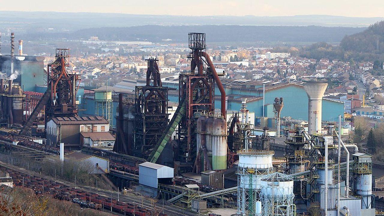 En 2012, ArcelorMittal s'était engagé à ne procéder à aucun licenciement à Florange, à investir dans d'autres activités sur le site, et à ne pas prendre de décision définitive sur la fermeture des hauts fourneaux pendant six ans.