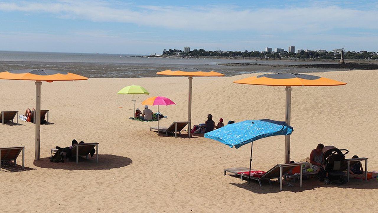 A Saint-Nazaire, TMC a proposé des lampadaires parasols, également dotés de prises USB.