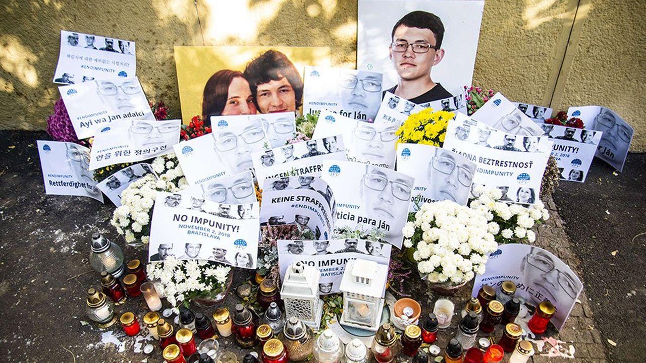 Le 2novembre 2018, hommageau Square in Bratislava (Slovaquie) au journaliste JanKuciak et à sa fiancée Martina Kusnirova, retrouvés morts à Velka Maca