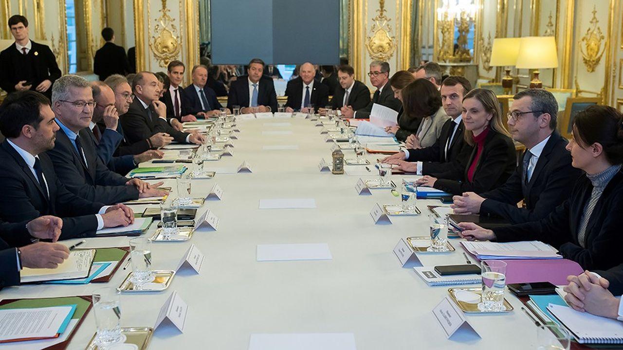 Emmanuel Macron a reçu à l'Elysée les différentes familles de complémentaire santé (institutions de prévoyance, mutuelles, assureurs) ainsi qu'une vingtaine de patrons de grands groupes du secteur.