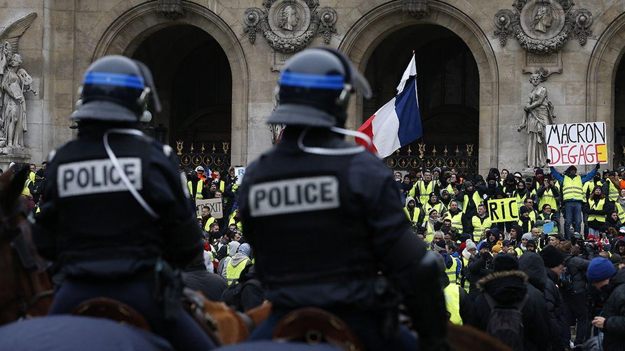 Les manifestations des «gilets jaunes» ont mobilisé d'importants bataillons de policiers et de gendarmes, jusqu'à nécessiter le déploiement d'une police montée à Paris.