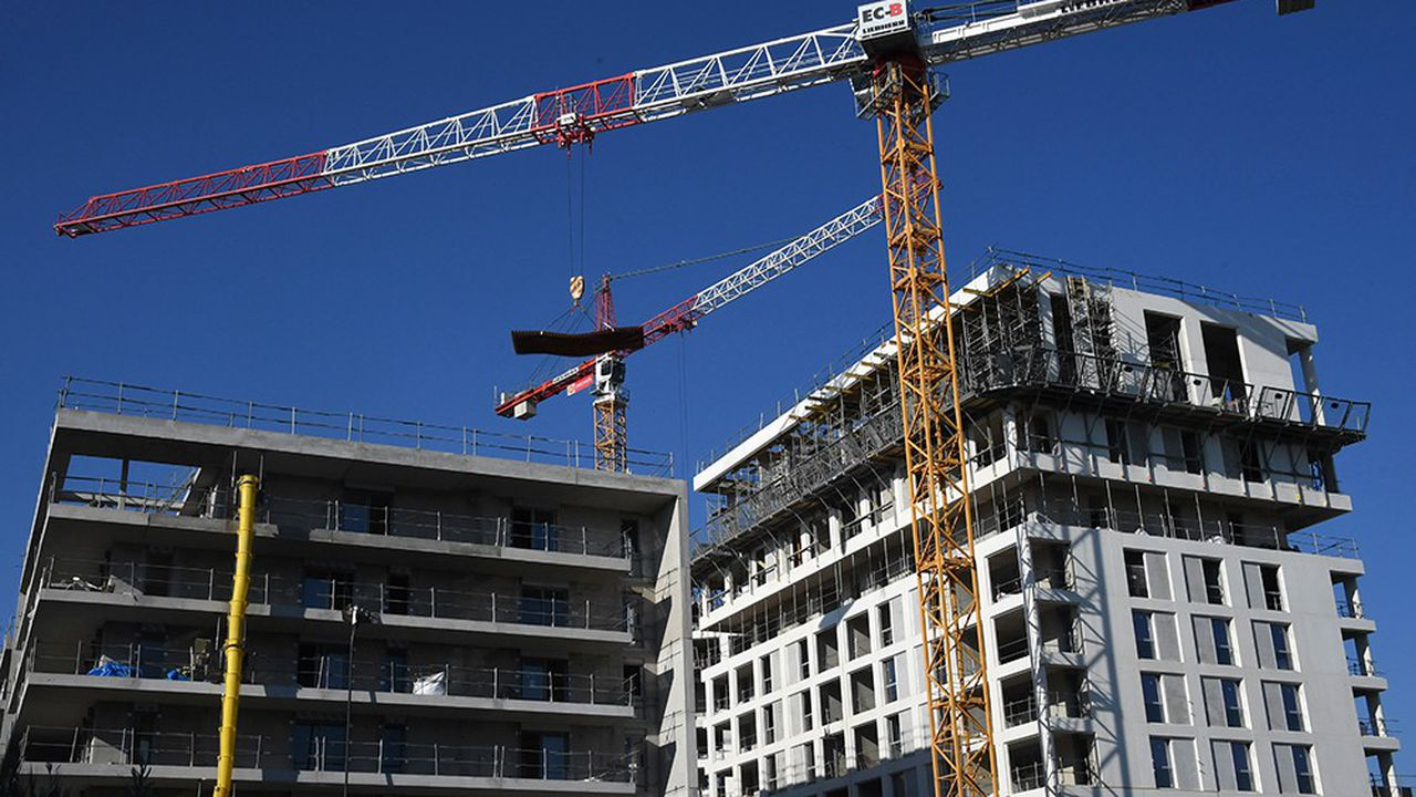 La FFB dénonce en particulier les dégâts causés par le rabot du prêt à taux zéro (PTZ), devenu incapable de jouer son rôle d'aide à l'accession à la propriété, et prévoit 377.000 mises en chantier de logements en 2019, à comparer à 404.000 cette année et 428.000 en 2017.