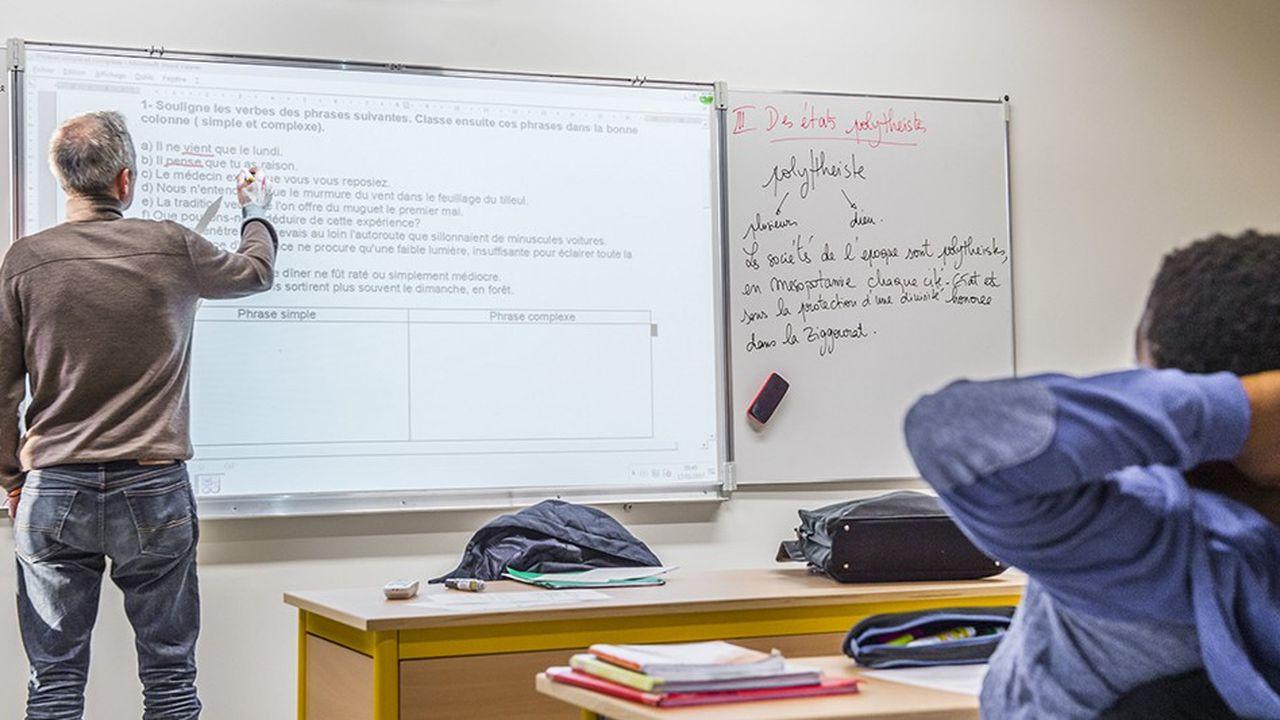 Le ministère de l'Education nationale affirme vouloir «transformer» les suppressions de postes en heures supplémentaires.