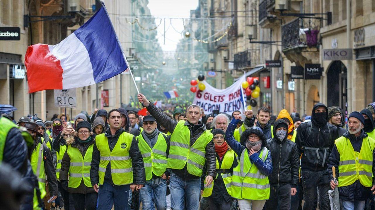Des «gilets jaunes», le 15décembre, à Bordeaux.