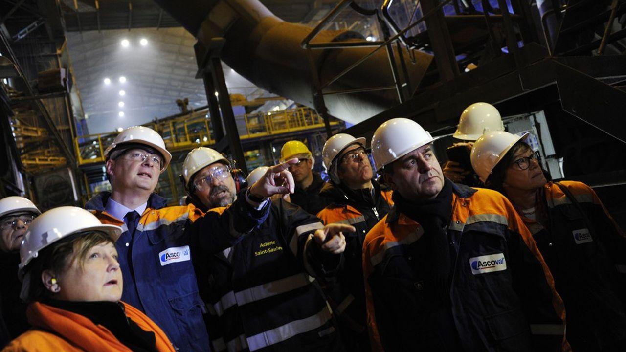 Bruno Le Maire, ministre de l'économie et de Xavier Bertrand, président des Hauts-de-France, présents sur le site de l'aciérie Ascoval, à Saint-Saulve, le 8novembre 2018.