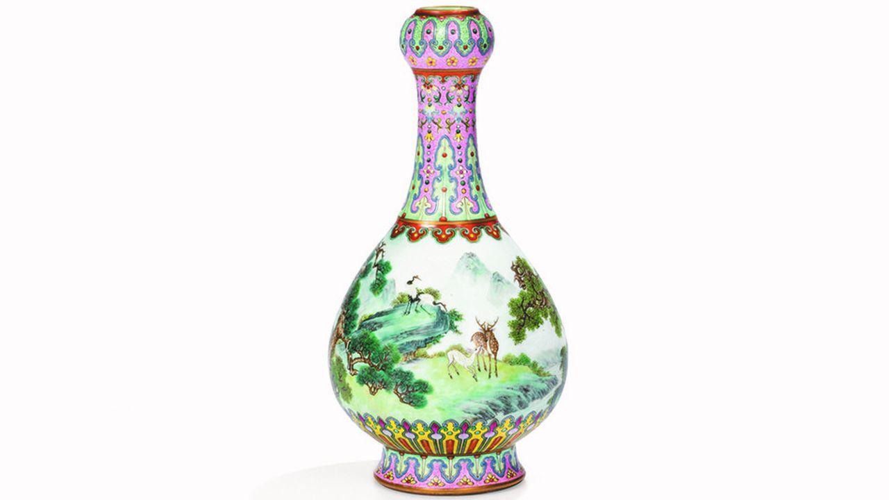 Ce vase impérial Qing obtient un record pour un objet asiatique vendu en France à 16,2millions.