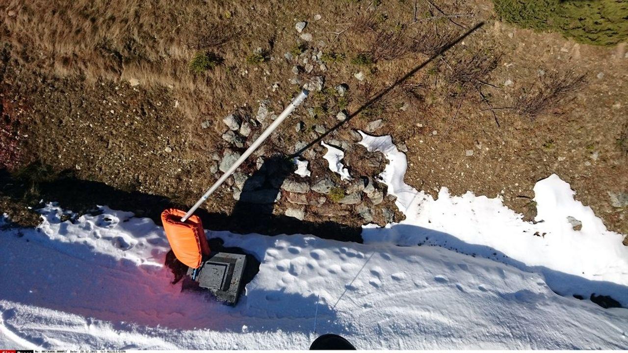 La surface des domaines skiables de l'Isère équipée va passer 'de 27% en 2017 à 42% en 2025'.