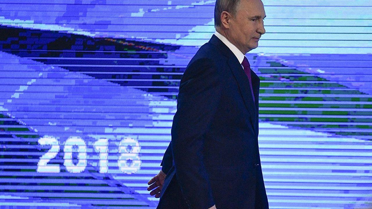 Le président russe Vladimir Poutine arrivant à sa conférence de presse annuelle.