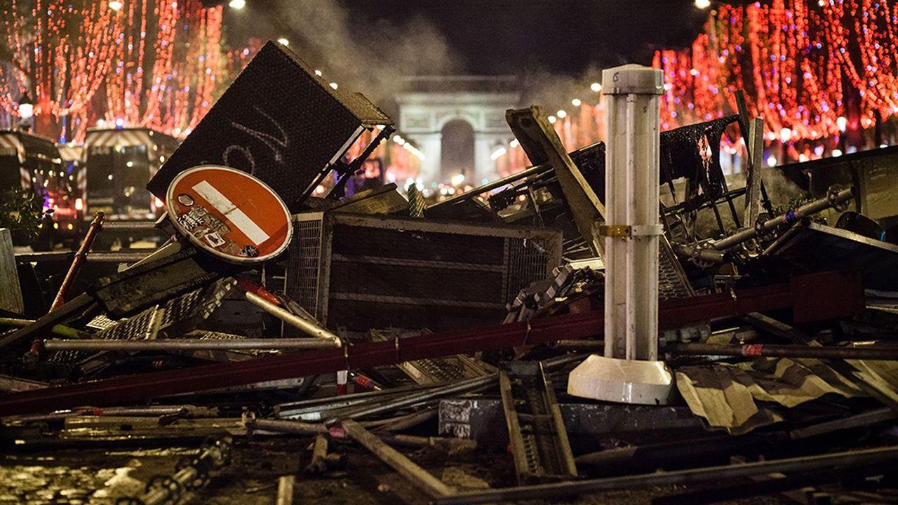 «Les dommages que vous avez subis sont susceptibles d'engager la responsabilité de l'Etat», indique ainsi le préfet de police de Paris dans un courrier adressé aux responsables d'établissements touchés par le mouvement des «gilets Jaunes».