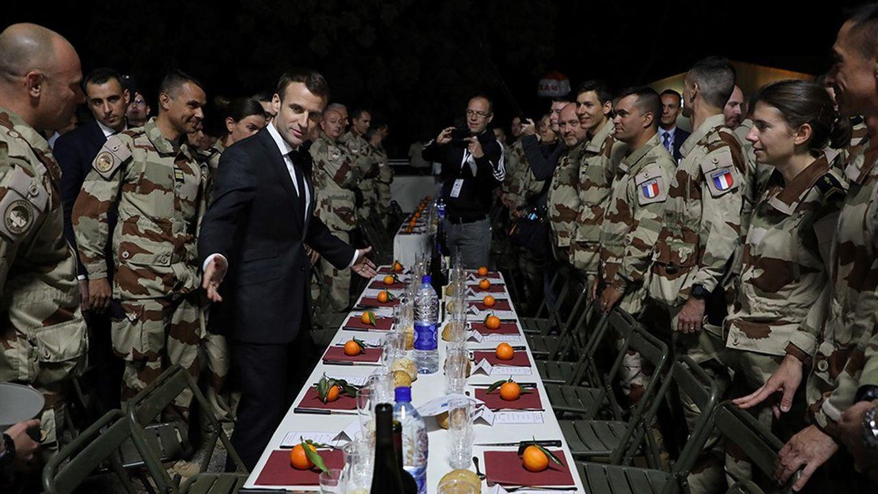 Emmanuel Macron a dîné avec un millier de soldats français de la force Barkhame à N'diamena lors de sa visite au Tchad ce week-end.