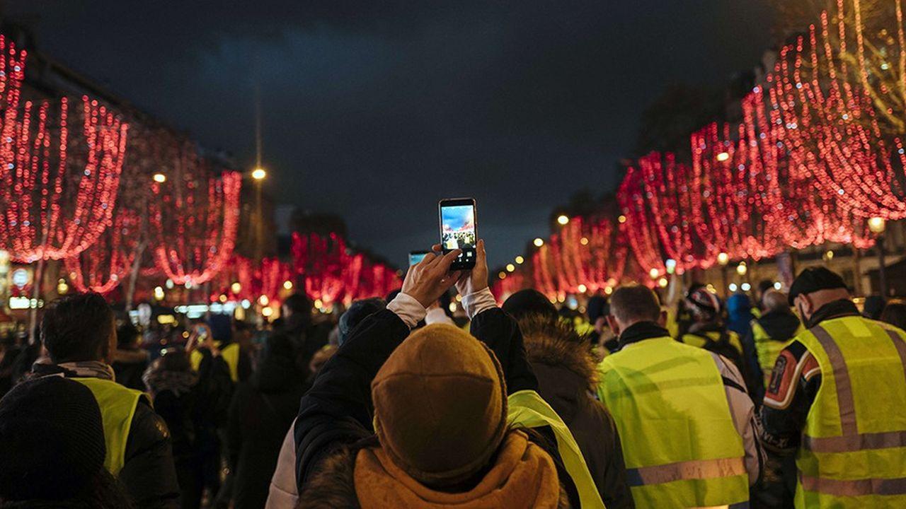À Paris, la préfecture a dénombré samedi à peine 2.000 «gilets jaunes». Mais certains se sont livrés à des attaques contre les forces de l'ordre d'une grande violence.
