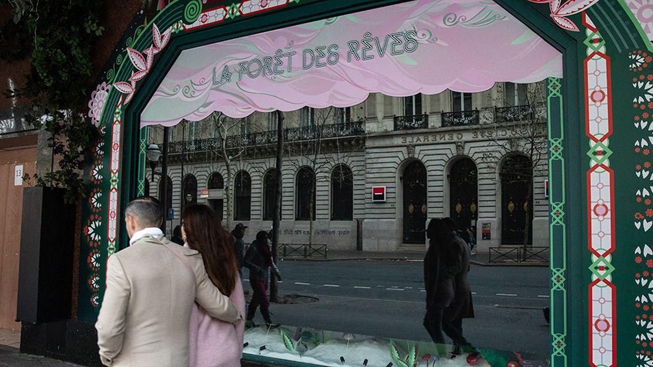De nombreux commerces à Paris et ailleurs ont dû fermer les premiers samedis de décembre, comme ici les grands magasins du boulevard Haussmann, pour éviter les violences et les dégradations.