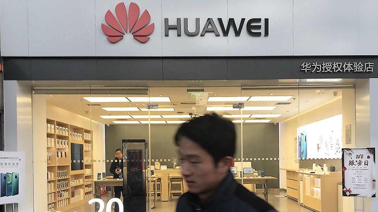 Huawei, le deuxième fabricant mondial de smartphones derrière Samsung, s'apprête à écouler 200millions d'unités en2018, contre 153millions l'année dernière.