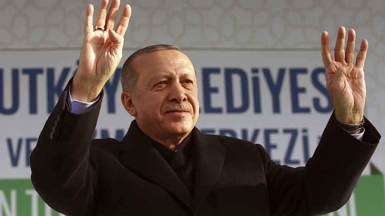 Le président Turc Recep Tayyip Erdogan voit une occasion en or d'éradiquer les forces kurdes e Syrie