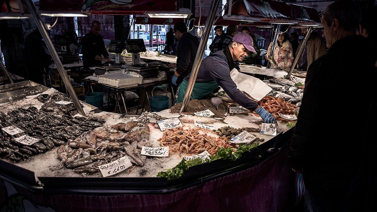 Le marché aux poissons du Rialto se meurt lentement alors que la Cité des Doges est, peu à peu, vidée de ses habitants sous la pression touristique.