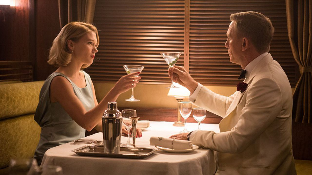 Et encore un verre! James Bond (Daniel Craig) porte un toast avec Madeleine Swann (Léa Seydoux) dans «Spectre». Les deux acteurs pourraient se retrouver dans le prochain James Bond prévu pour 2020.