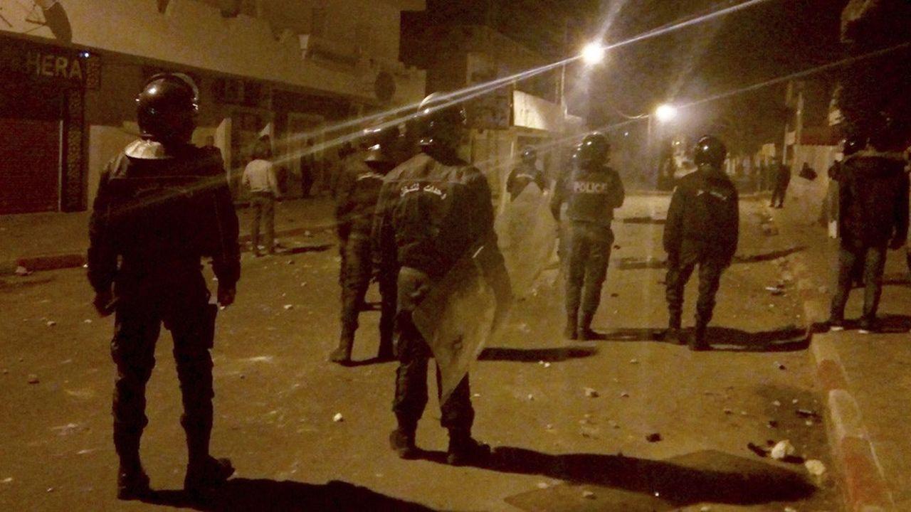 Une patrouille de police mardi dans les rues de Kasserine.