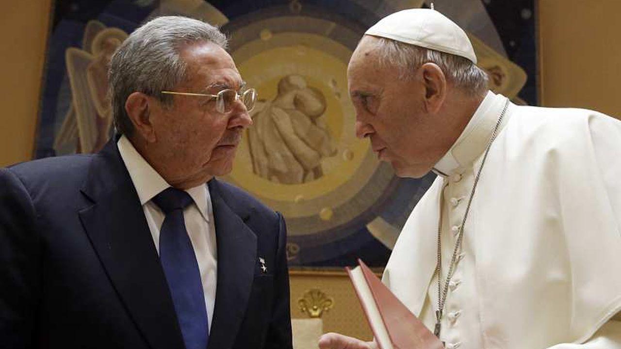 Après son entrevue avec le pape, Raul Castro se dit prêt à retourner à l'Eglise catholique