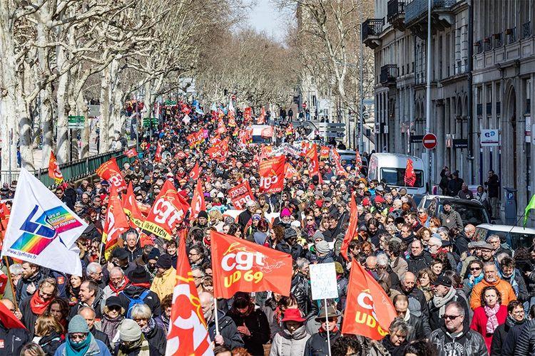 Lors d'une manifestation contre la réforme du rail lancée par le gouvernement.