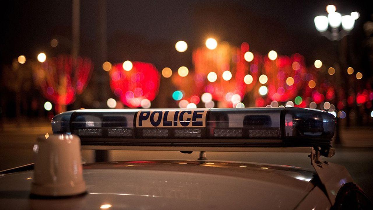 LEs forces de l'ordre vont établir un périmètre de sécurité tout autour des Champs-Elysées.