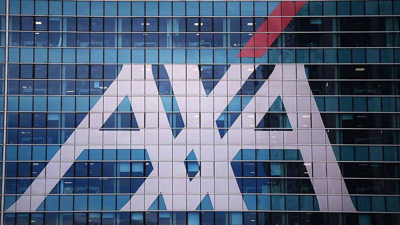 Les acquisitions menées par des groupes français aux Etats-Unis, dont le rachat de XL par AXA, ont alimenté une large part des fusions-acquisitions. (Photo by MARCO BERTORELLO / AFP)