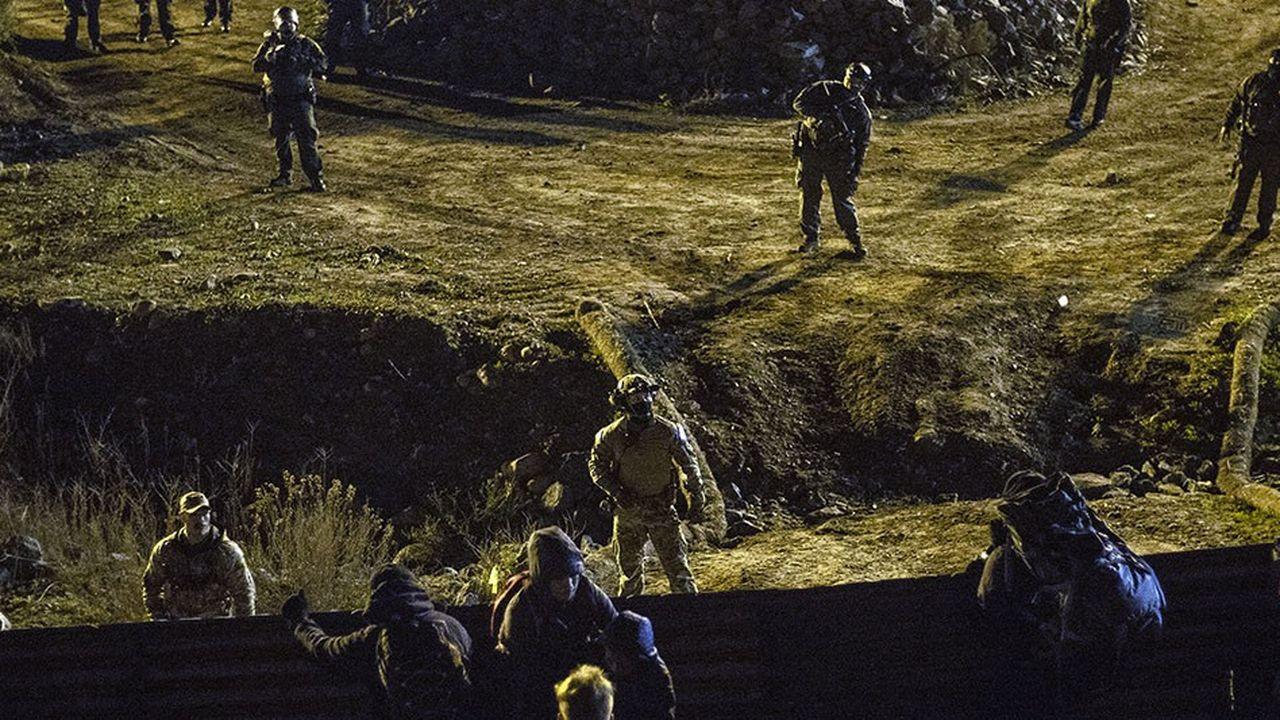 Des gardes frontières des Etats-Unis sont déployés pour empêcher des infiltrations de migrants d'Amérique centrale.