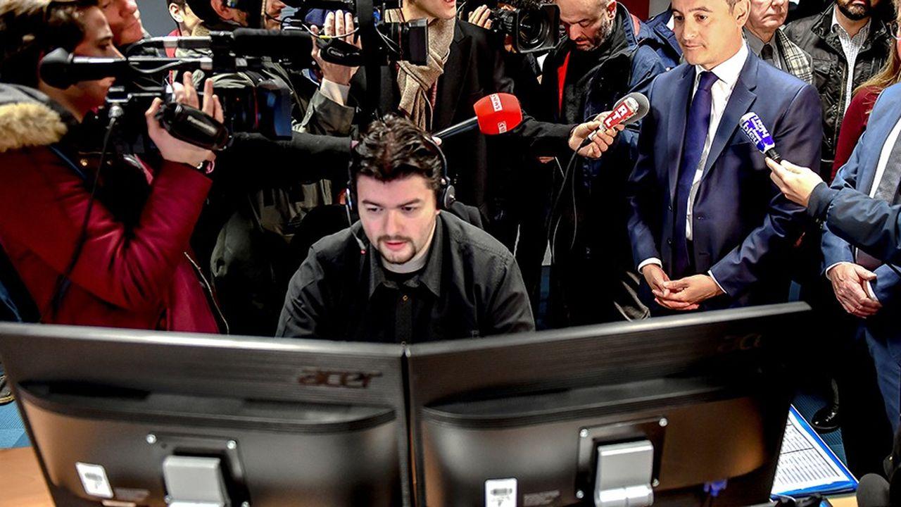 Le ministre de l'Action et des Comptes publics s'est rendu ce mercredi dans un centre des impôts à Amiens où les agents du centre d'appel répondent aux questions des contribuables.
