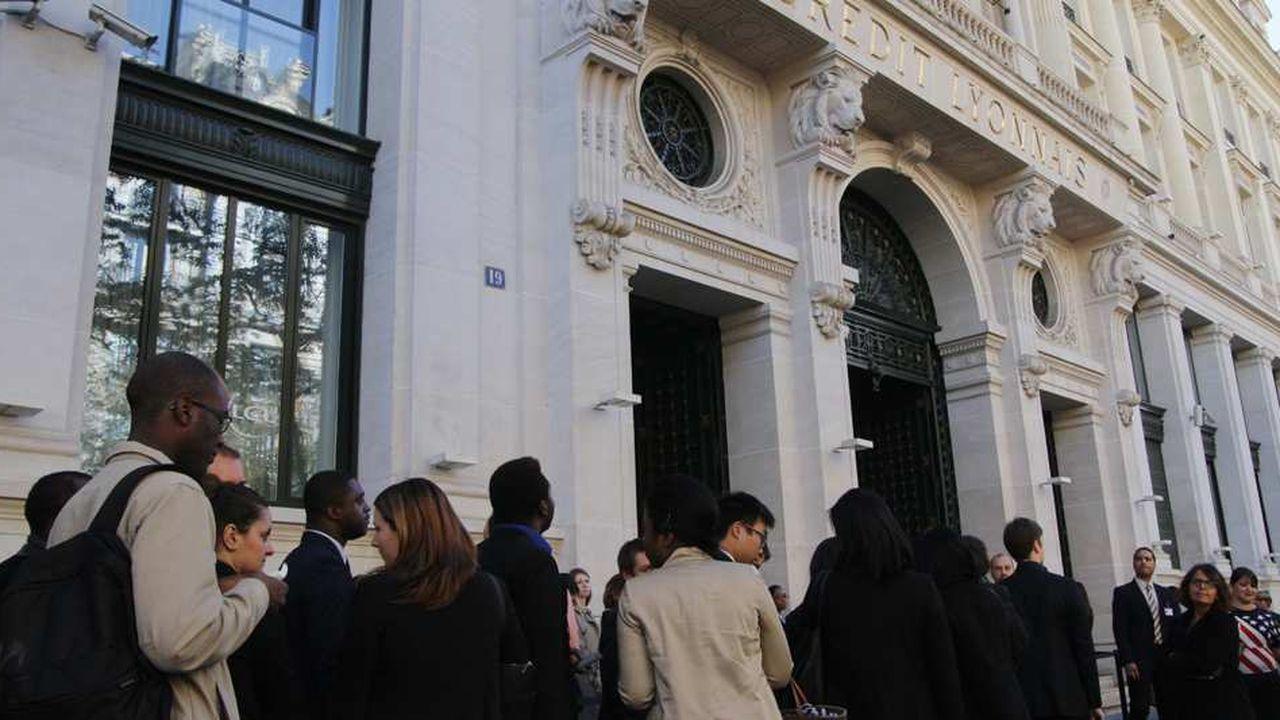 Banque Les Guichets De Lcl Pris D Assaut Pour Des Emplois Les