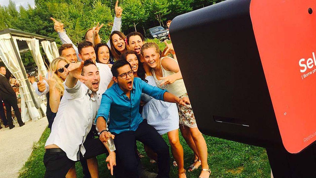 Photomaton, Sharingbox ou encore Clic Emotion fabriquent les bornes à selfies et les vendent pour environ 6.000euros.