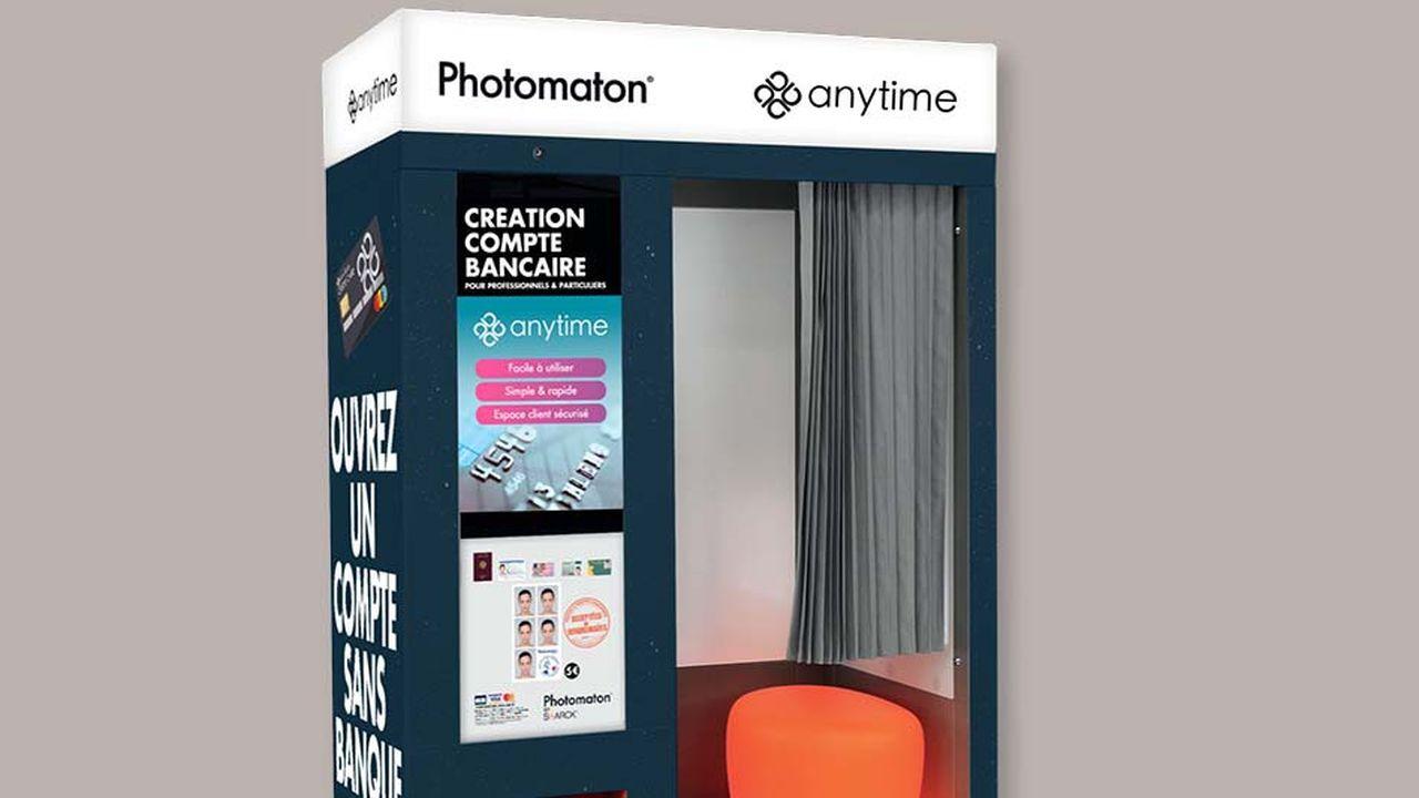 Avec ses cabines photo dotées d'un scanner, d'une imprimante, d'un écran tactile et d'une webcam, Photomaton expérimente l'inscription de clients de la banque en ligne Anytime.