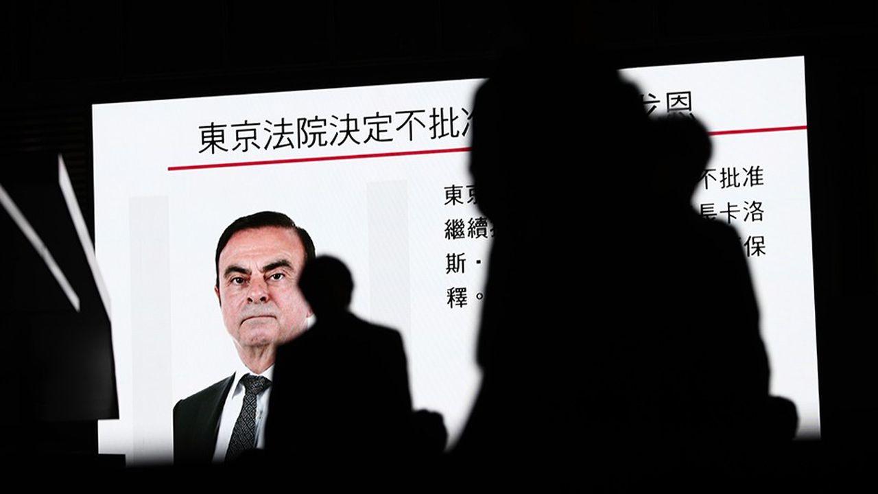 Des images de Carlos Ghosn sur un écran de TV à Tokyo, fin 2018