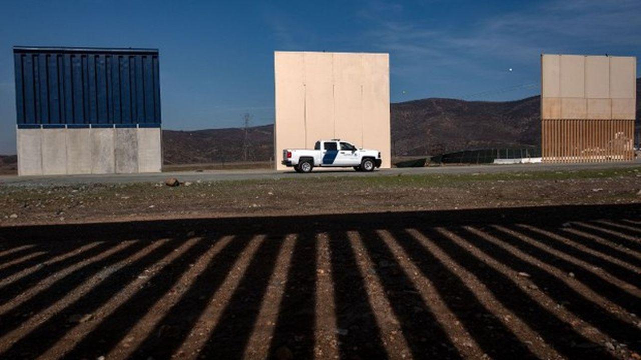 Des prototypes du mur voulu par Donald Trump, installés à la frontière mexicaine, côté américain