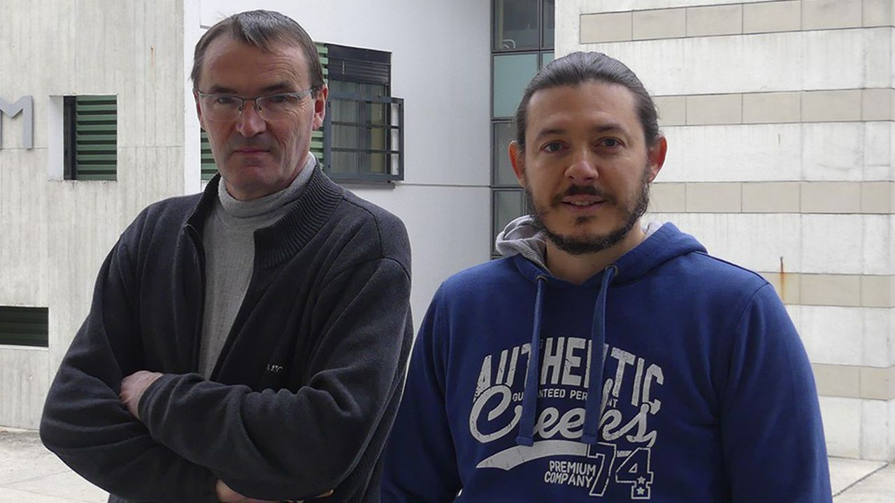 Dominique Bégin (à gauche), chercheur à l'ICPEES de l'université de Strasbourg, et Damien Mertz (à droite), chercheur à l'IPCMS.