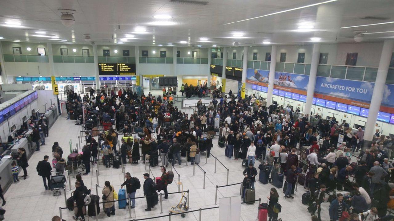 L'aéroport de Gatwick au Royaume-Uni a été paralysé pendant trois jours en décembre, provoquant l'ire de 140.000 passagers