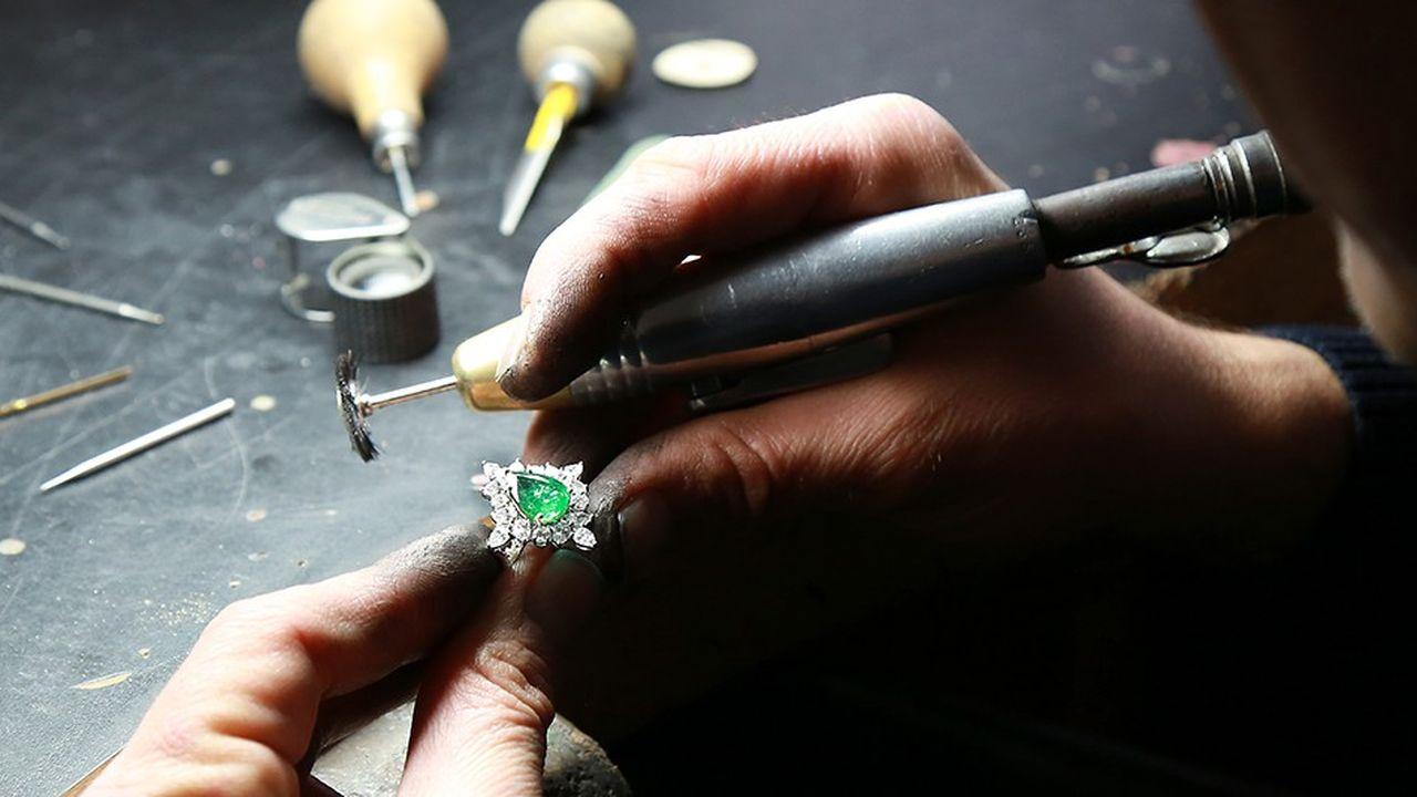 Jem fait fabriquer tous ses bijoux en France à partir de pierres et de métaux «responsables».