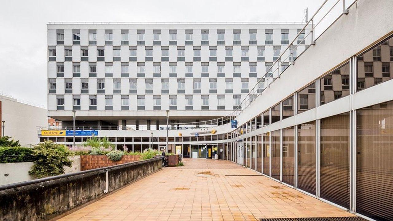 L'ancienne poste de Cergy-Préfecture a en partie déménagé en 2017 pour l'intérieur du centre commercial des 3 Fontaines.