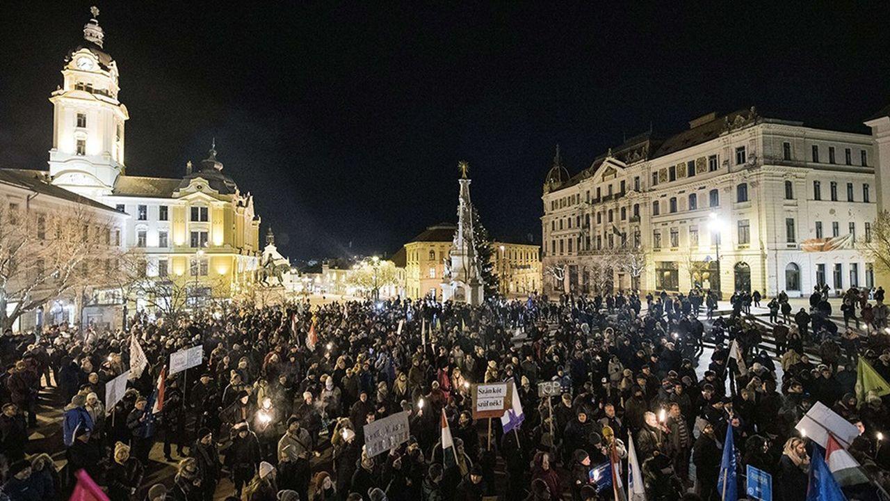 Les Hongrois ont manifesté dans tous le pays ces dernières semaines contre la réforme du Code du travail. Ici à Pecs, le 4janvier dernier.
