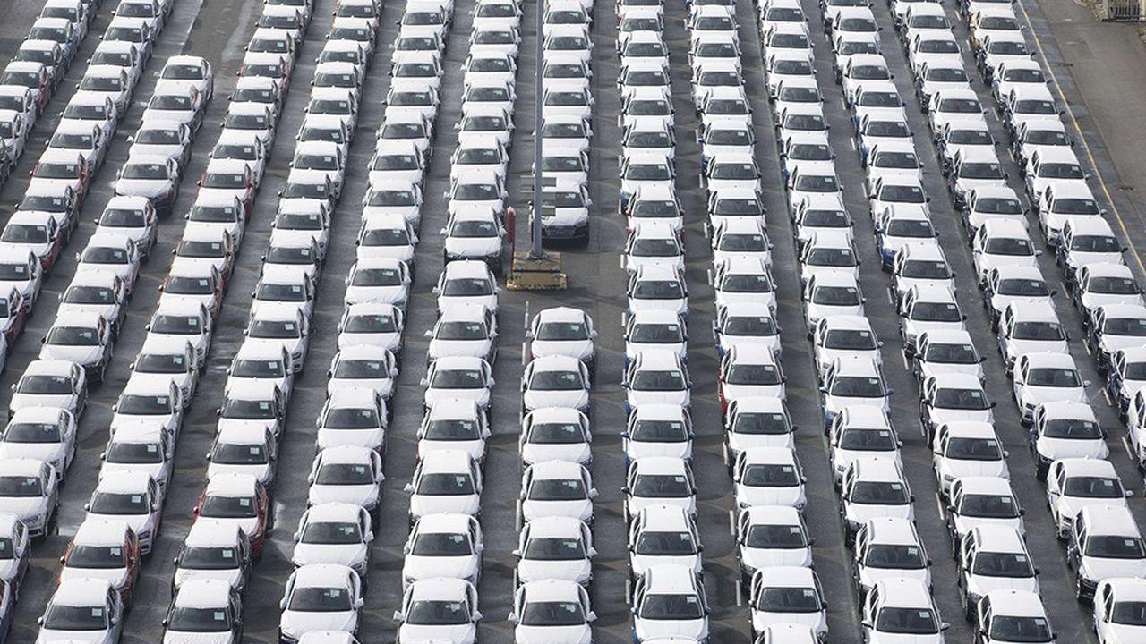 Des Volkswagen attendent d'être exportées dans le port d'Emden, au nord de l'Allemagne.