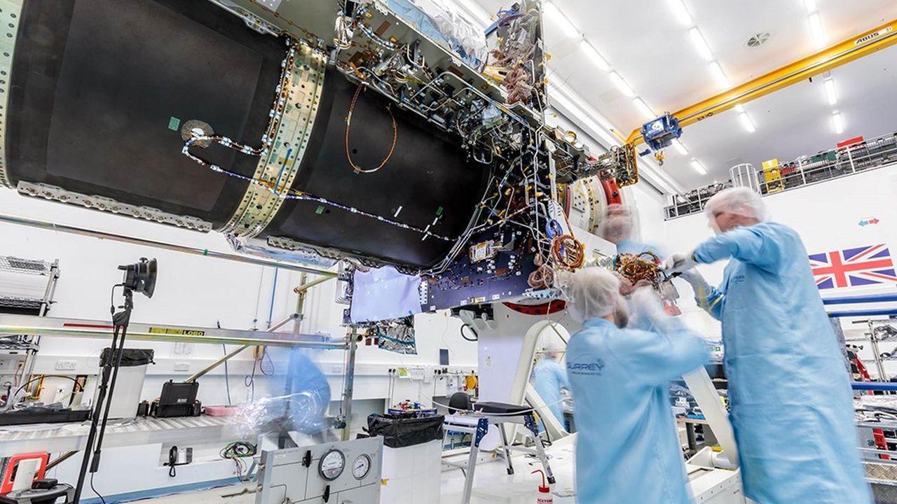 Mercredi à Guilford près de Londres, SSTL, filiale britannique d'Airbus, fêtait la fin d'un long chantier sur le satellite Eutelsat Quantum.