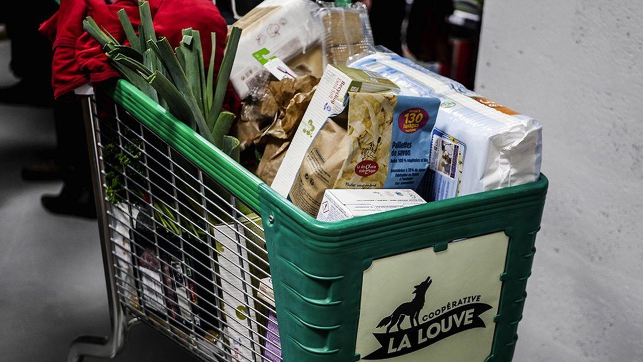 Les quelques 7000 clients coopérateurs du supermarché La Louve assurent la réception des marchandises mais aussi le passage en caisse, les commandes, l'administratif.