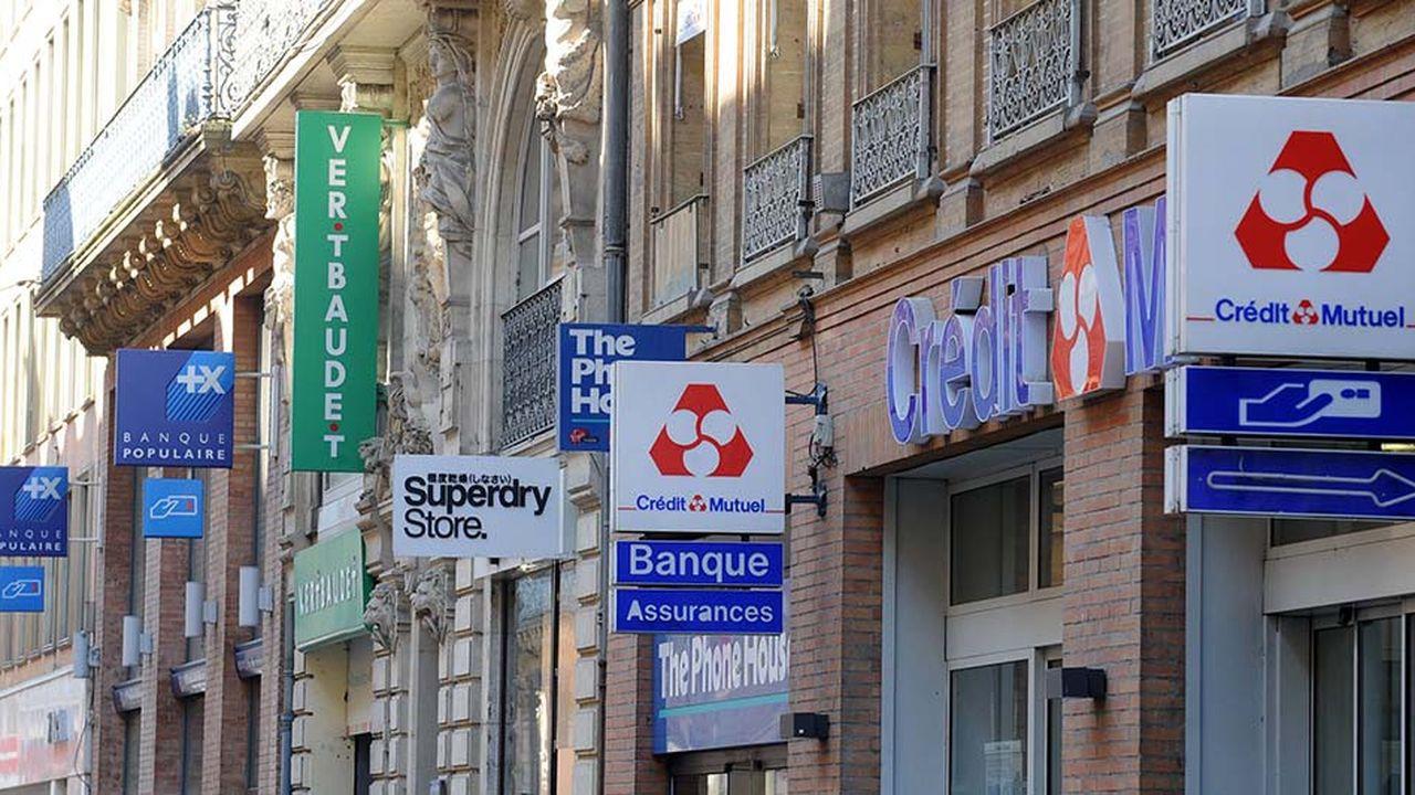 Entre des coûts difficiles à contenir et des revenus sous pression, les banques françaises souffrent. Une situation qui devrait encore perdurer estime S&P Global Ratings.