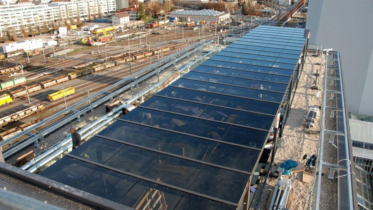 Une première installation a été réalisée par Sunpartner Technologies sur la tour Silo à Lausanne.