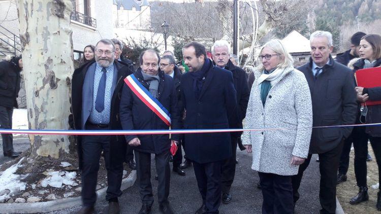 Une inauguration aux Crots jeudi en présence du maire, de Sébastien Lecornu au centre et du député Joël Giraud tout à gauche.
