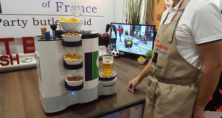 The Fresh Geoffrey est un robot majordome issu d'une start-up française. Il sera commercialisé pour environ un millier d'euros et devraît être livré pour les fêtes de fin d'année 2019.