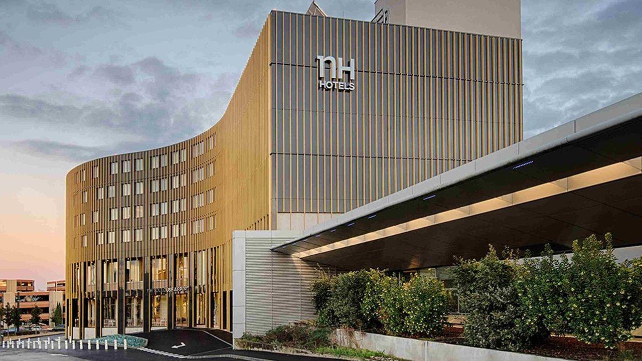 Cet hôtel de 148 chambres au standing 4 étoiles et à l'élégante façade couleur or dispose d'un accès direct à l'aérogare de l'aéroport de Toulouse-Blagnac.